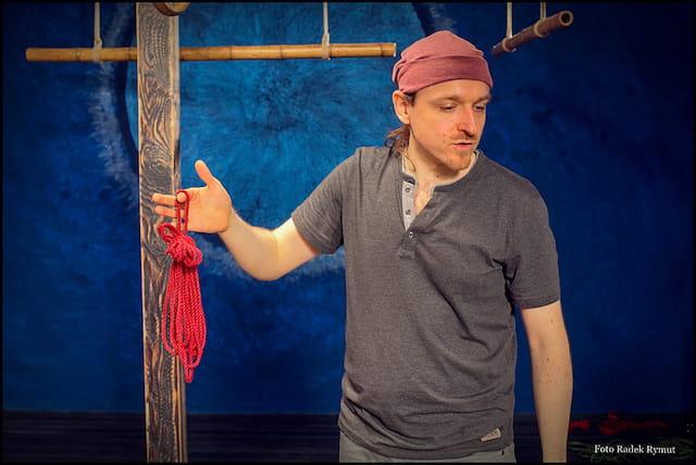 Darkunft hanging in a puppeteer-bondage in Karlsruhe